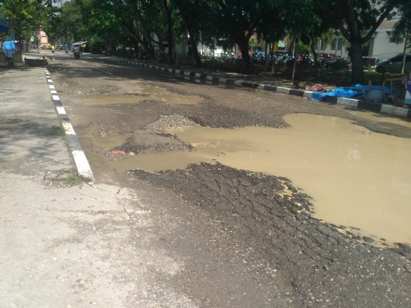 Hancur Kondisi Jalan Samping Purna Mtq Pekanbaru Lapangan Kota
