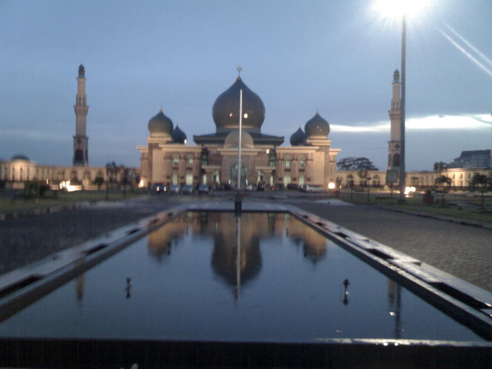 Mesjid Agung Nur Smile Ala Family Masjid Riau Pekanbaru Kota