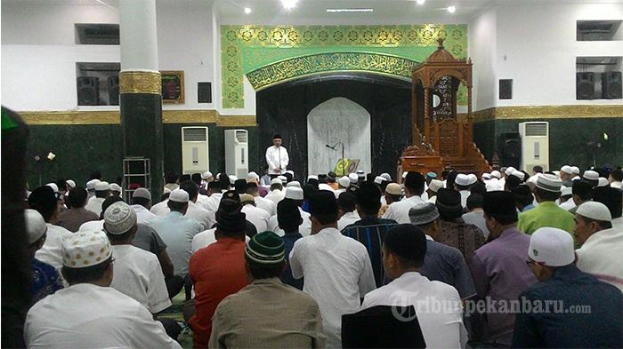 Ribuan Jemaah Salat Tarawih Perdana Masjid Agung Nur Tribun Pekanbaru