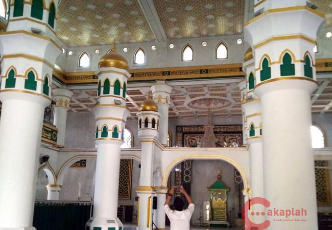 Dewan Minta Ornamen Berbentuk Salib Masjid Raya Pekanbaru Dibongkar Kota