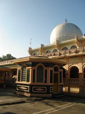 Masjid Raya Kota Pekanbaru Sebagai Icon Wisata Religi