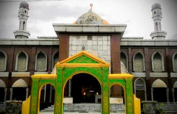 Sst Jaksa Usut Dugaan Korupsi Renovasi Masjid Raya Pekanbaru Terletak