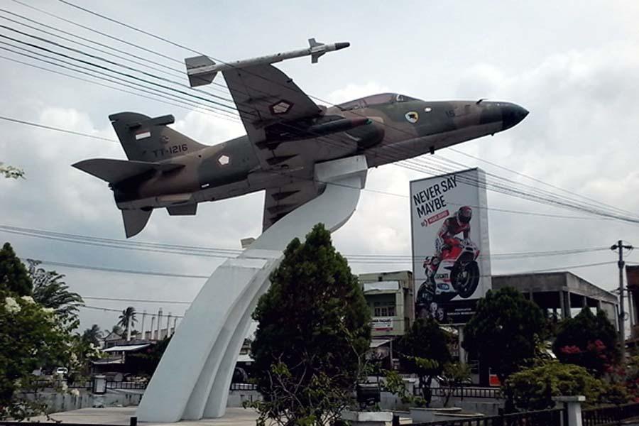 Aceh History Monumen Maimun Saleh Penerbang Pesawat 4e Skyhawk Kota