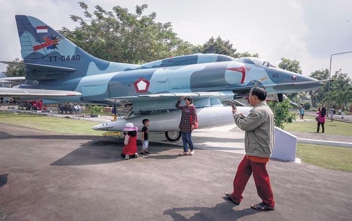 Berita Museum Dirgantara Harian Analisa Monumen Pesawat 4e Skyhawk Kota