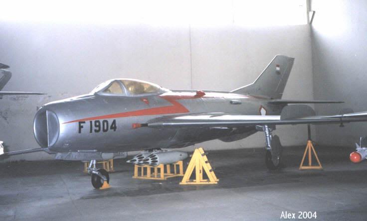 Foto Monumen Pesawat Museum Forum Aviasi Militer Great Tu 16b