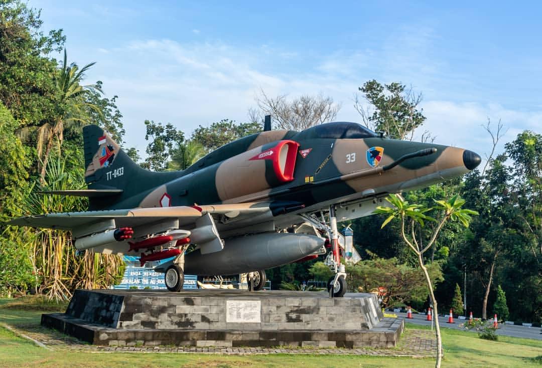 Images Tagged Paimalalapku Instagram Monumen Pesawat 4e Skyhawk Lanud Pekanbaru