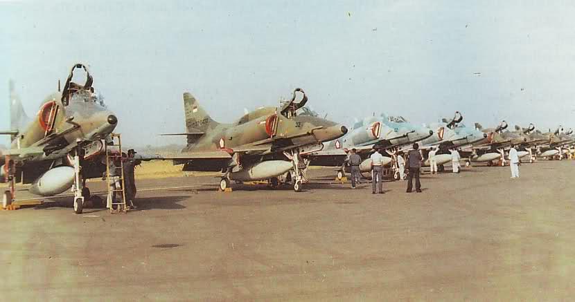 Militer Indonesia Monumen Pesawat 4e Skyhawk Kota Pekanbaru