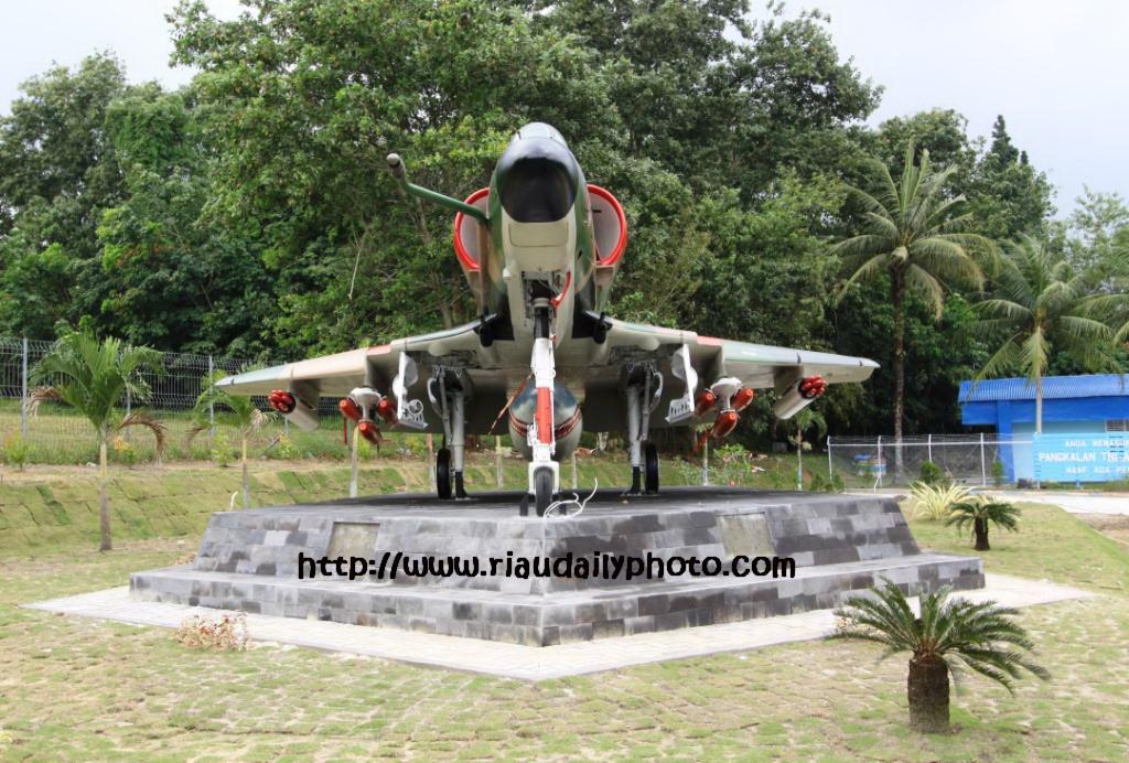 Monumen Pesawat 4e Skyhawk Lanud Pekanbaru Riau Daily Photo Dahulunya