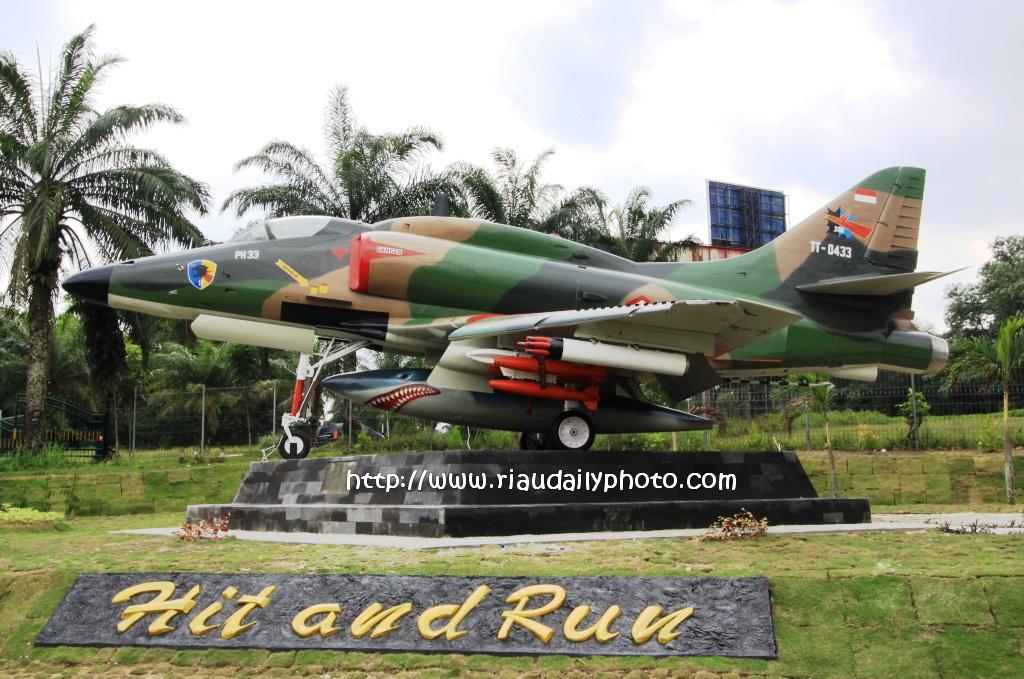 Monumen Pesawat 4e Skyhawk Lanud Pekanbaru Riau Daily Photo Kota