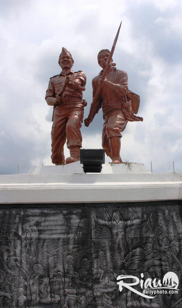 Riau Daily Photo Monument Dampar Menjadi Alas Patung Berbentuk Astakona