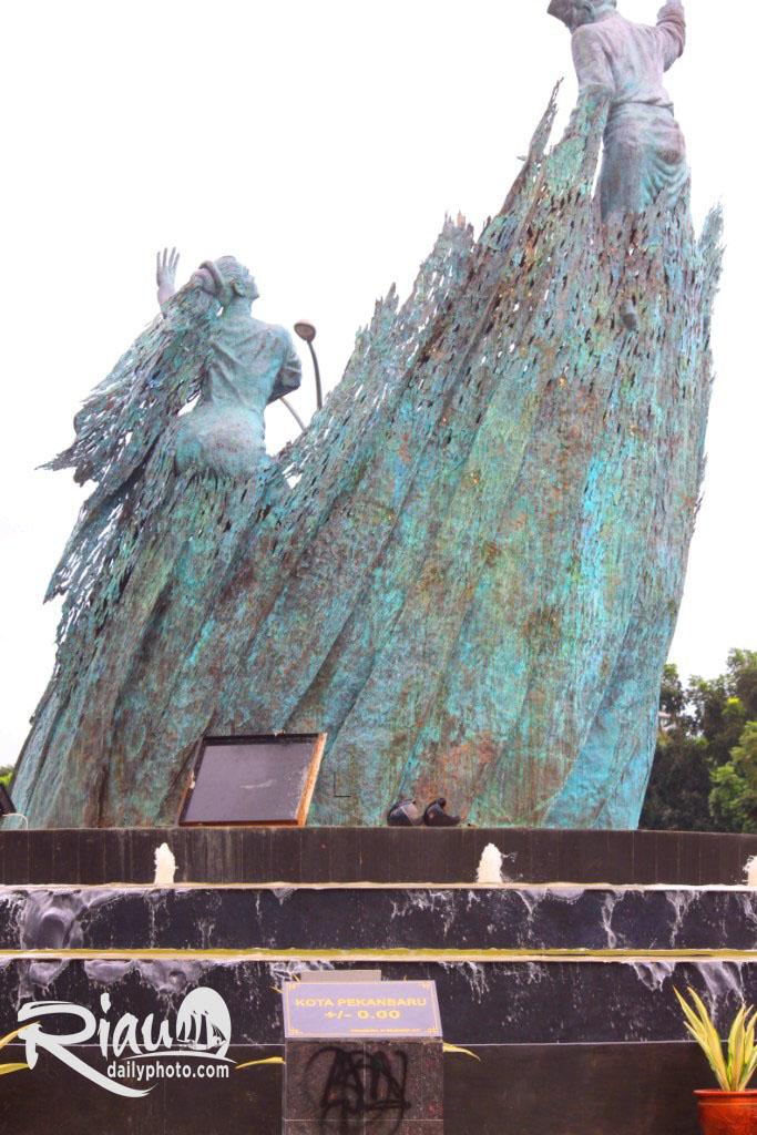 Riau Daily Photo Monument Dikemudian Hari Terjadi Kontroversi Pemindahan Tugu