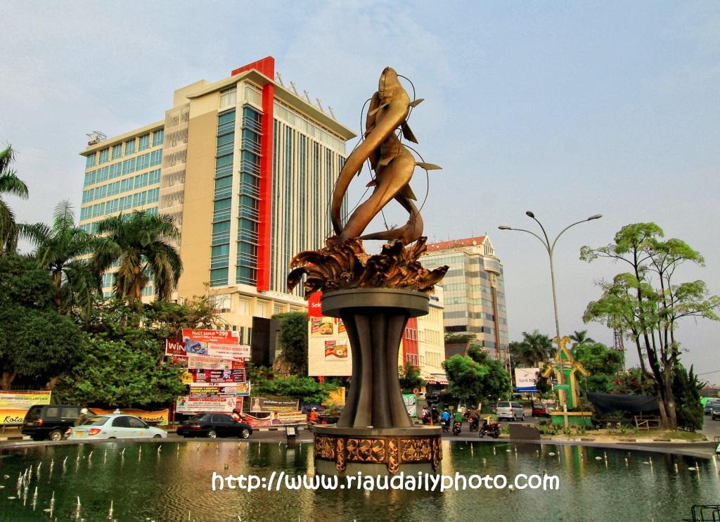 Riau Daily Photo Monument Monumen Pesawat 4e Skyhawk Kota Pekanbaru