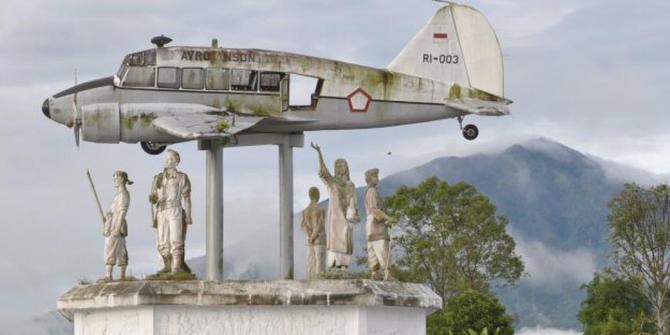 Tempat Keren Monumen Pesawat Terbang Instagram Banget Tilatang Image Source