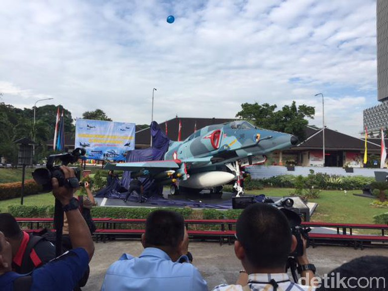 Thunder Family Halau Musuh Ops Timtim Skyhawk Cerita Monumen Pesawat