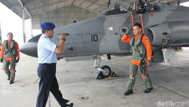 Usai Ikuti Hut Tni Pesawat Hawk F16 Kembali Home Base