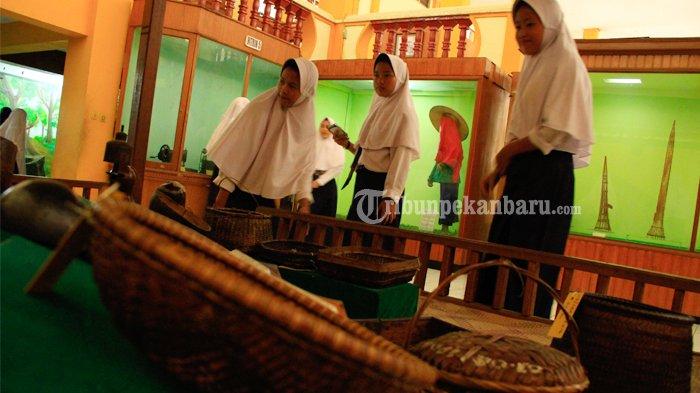 Foto Kunjungan Siswa Museum Mempelajari Budaya Sejarah Riau Berkunjung Musium