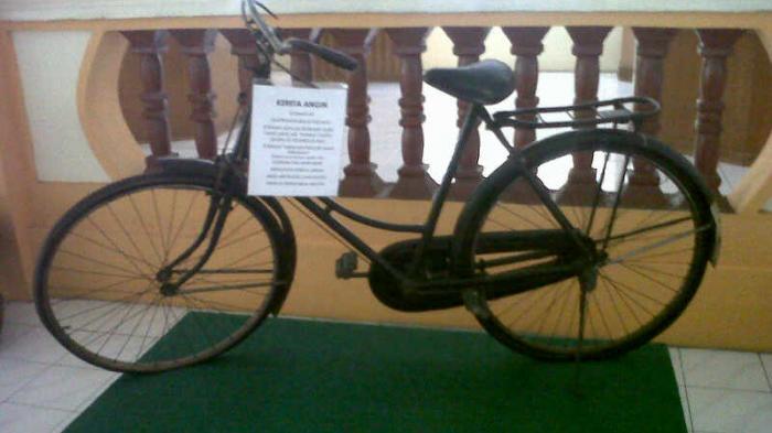 Museum Nila Utama Pejabat Datang Lihat Keaslian Sepeda Sastrawan Soeman