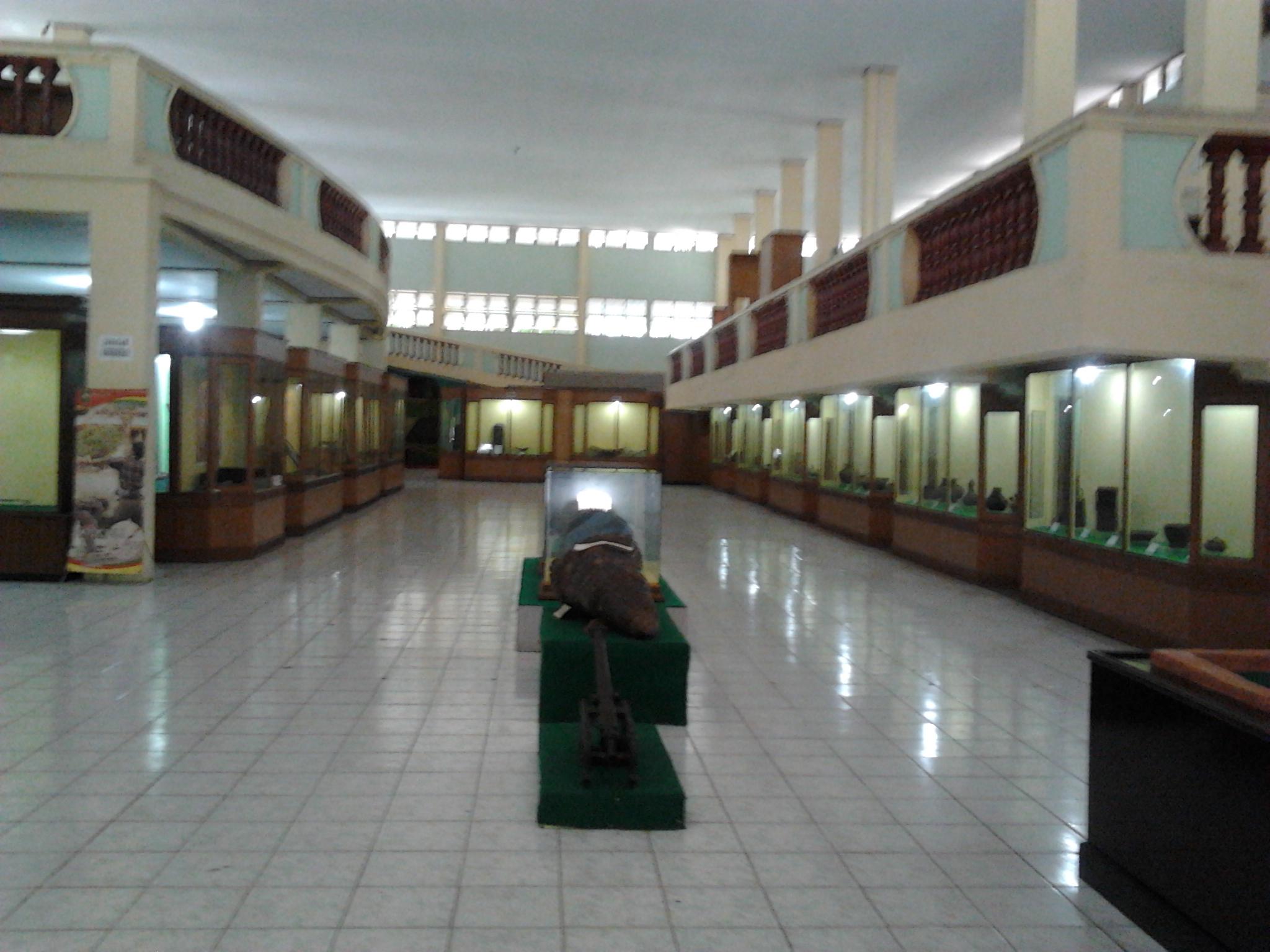 Museum Nila Utama Pekanbaru Riau Infobergelora Lantai Dasar Tampak Lemari