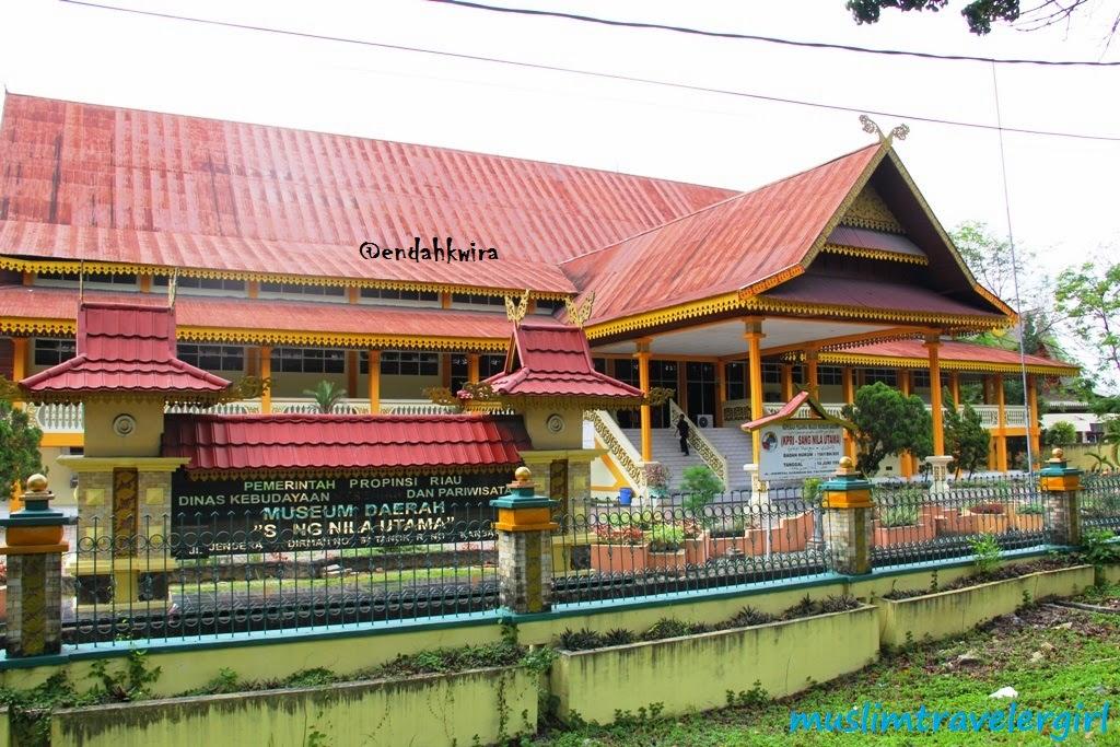 Muslim Backpacker Traveler Keliling Kota Pekanbaru Museum Nila Utama Musium
