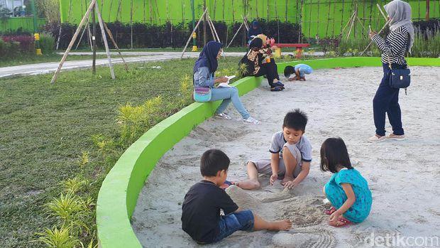 Buka Rth Putri Kaca Mayang Ramai Dikunjungi Warga Pekanbaru Area