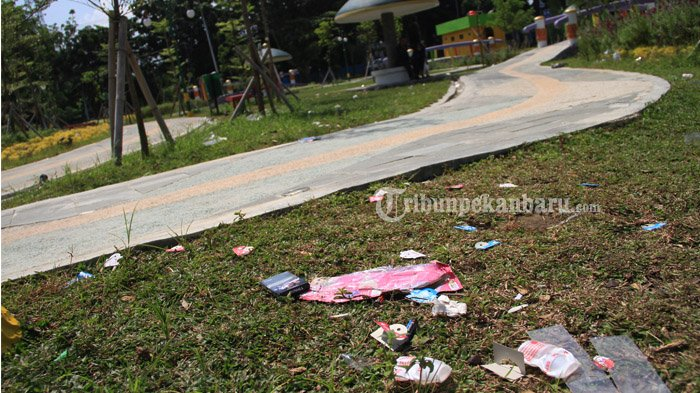 Foto Waduh Sampah Berserakan Rth Kaca Mayang Tribun Pekanbaru Putri