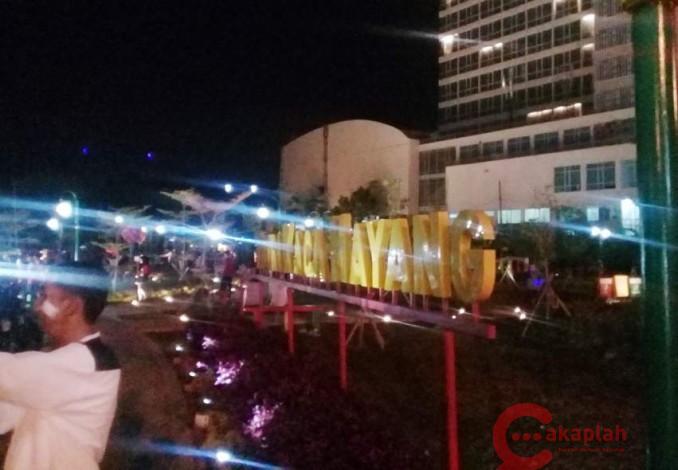 Malam Hari Pun Rth Kaca Mayang Jadi Tempat Santai Alternatif