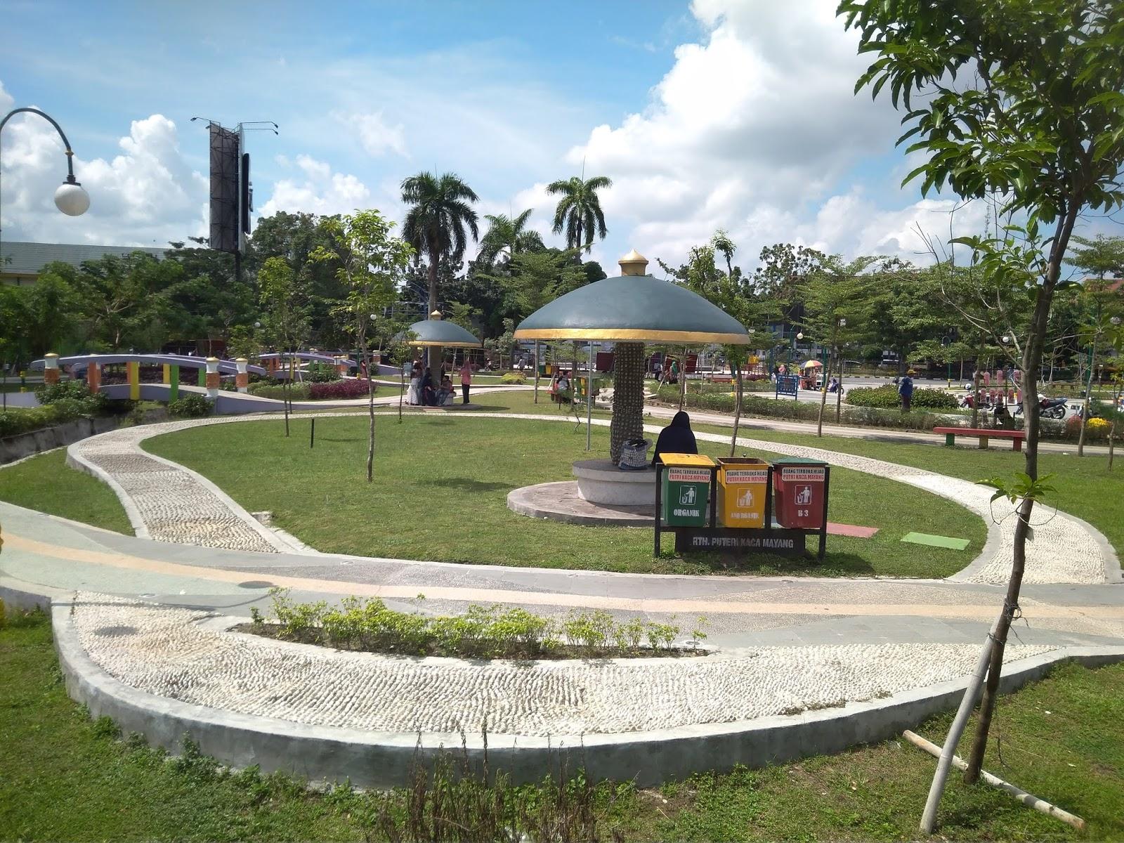 Nuansa Indah Taman Rth Putri Kaca Mayang Sudirman Pekanbaru Dilintasi