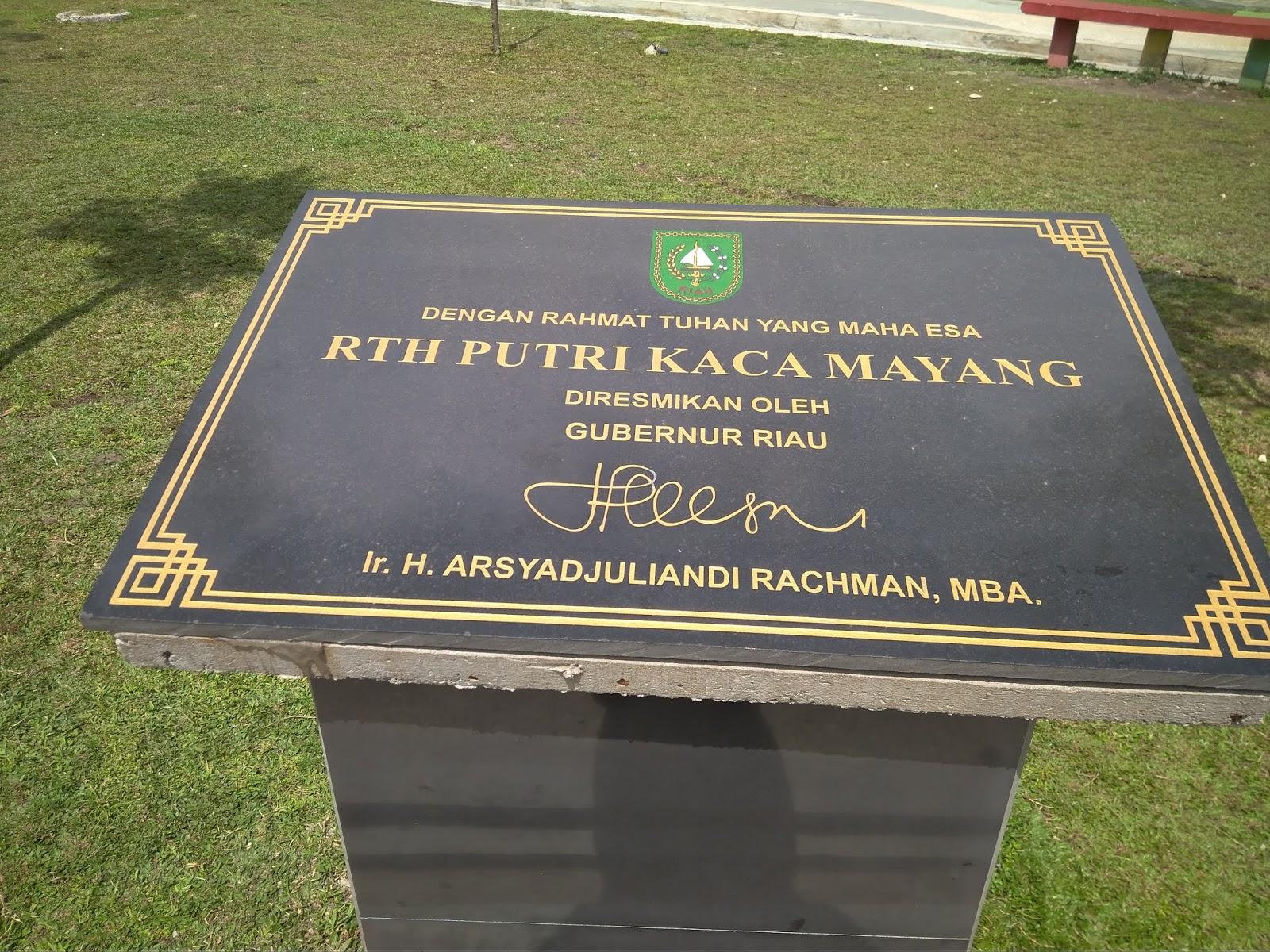 Nuansa Indah Taman Rth Putri Kaca Mayang Sudirman Pekanbaru Seakan
