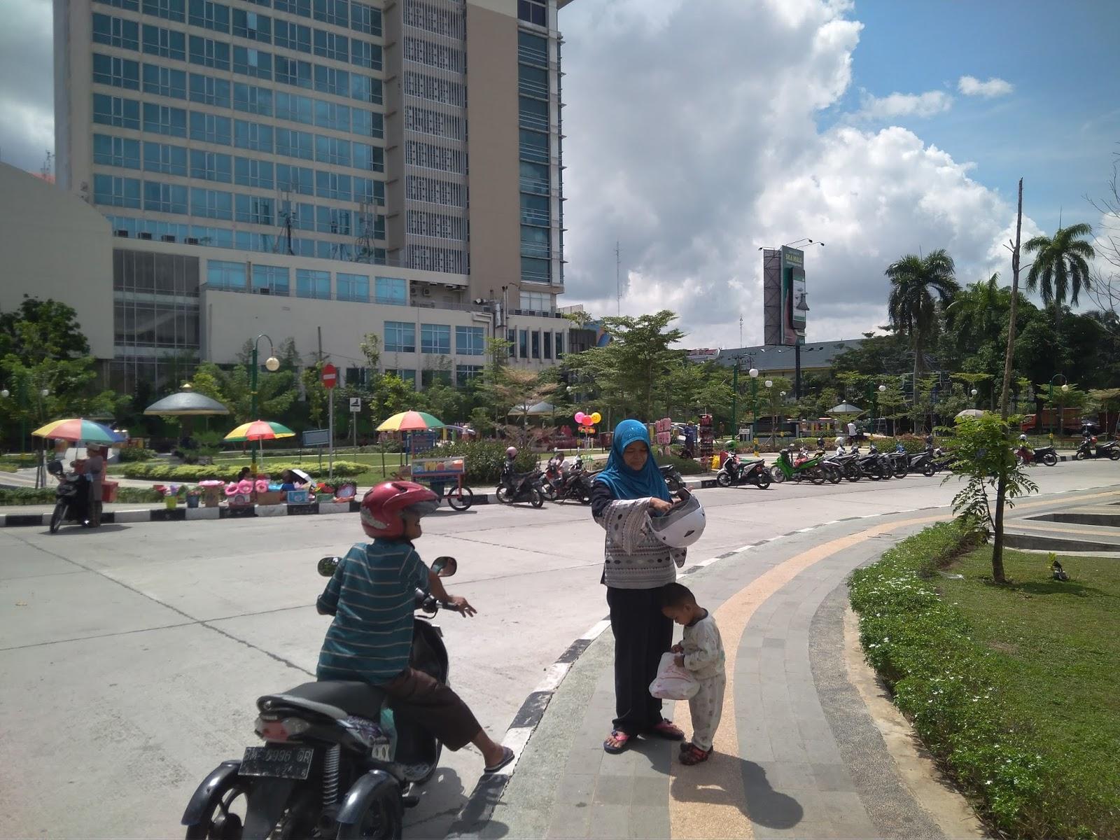 Nuansa Indah Taman Rth Putri Kaca Mayang Sudirman Pekanbaru Terletak