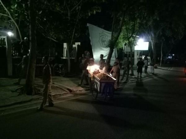 Satpol Pp Datang Pedagang Terpaksa Angkat Kaki Rth Putri Kaca