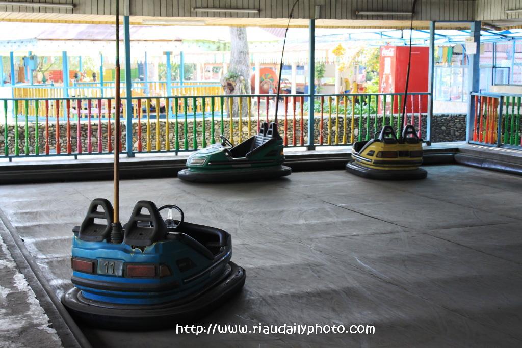 Taman Ria Putri Kaca Mayang Riau Daily Photo Hari Libur