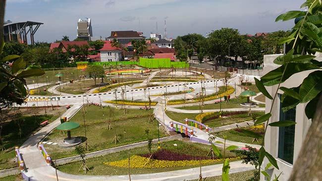 Tanaman Jalan Setapak Rth Sudirman Mantap Putri Kaca Mayang Kota
