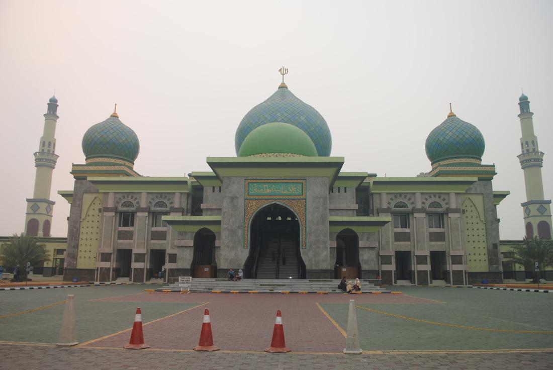 Earth Masjid Agung Nur Pekanbaru Riau Tugu Ikan Selais Tiga