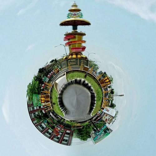 Flickriver Interesting Photos Lima Puluh Riau Indonesia Tugu Kemilau Songket