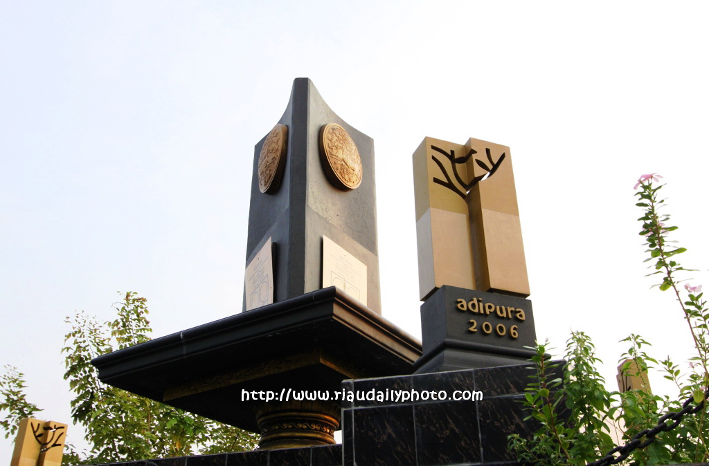 Riau Daily Photo Monument Piala Adipura Kota Pekanbaru 2006 Tugu