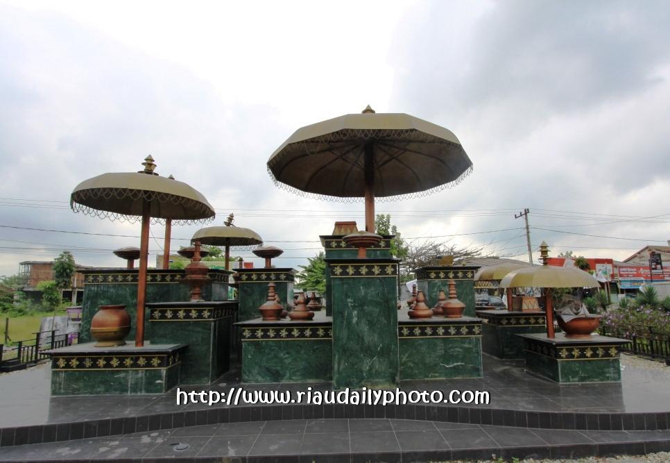 Riau Daily Photo Monument Tugu Dinamakan Selamat Datang Inilah Pertama