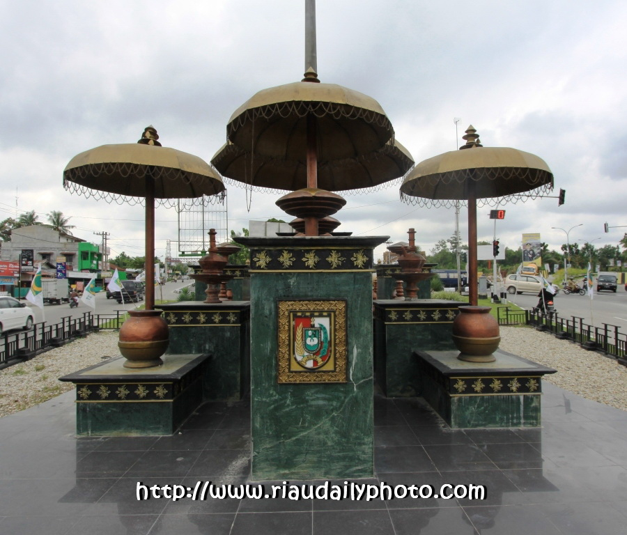 Riau Daily Photo Pekanbaru Tugu Berada Jalan Jendral Sudirman Tepatnya