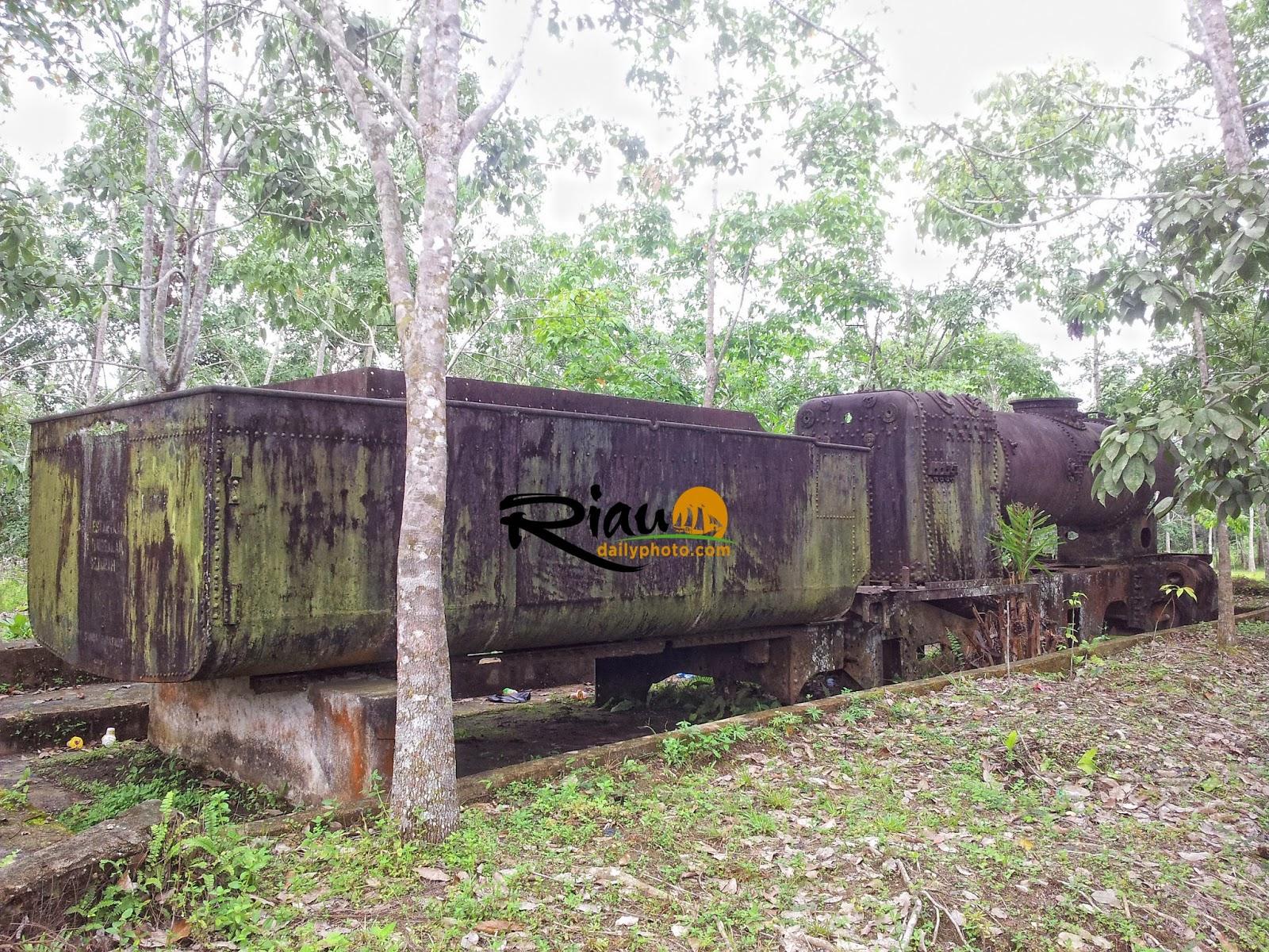Menelusuri Jejak Kereta Api Riau Daily Photo Tugu Pahlawan Kerja