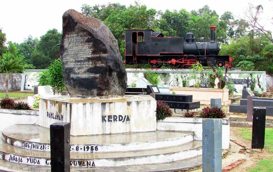 Monumen Kereta Api Tugu Pahlawan Kerja Saksi Bisu Adanya Kota