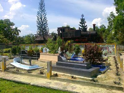 Monumen Lokomotif Tugu Pahlawan Kerdja Mungkin Blog Makam Kerja Kota