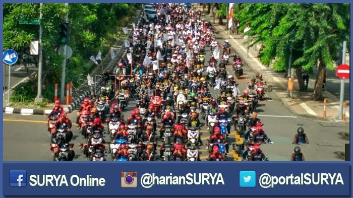 Ribuan Buruhb Serbu Tugu Pahlawan Surya Kerja Kota Pekanbaru