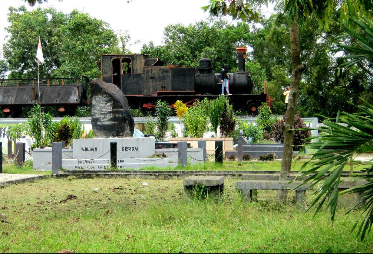 Taman Makam Pahlawan Kerja Pekanbaru Tugu Kota
