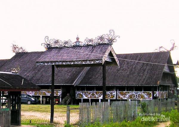 Ayo Lihat Penari Dayak Cantik Desa Pampang Rumah Lamin Budaya