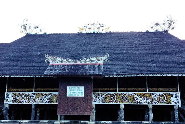 Desa Budaya Pampang Lamin Adat Peming Tawai Samarinda Kalimantan Kedatangkanku