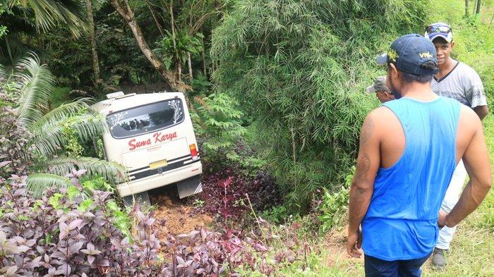 Sopir Diduga Kena Serangan Jantung Bus Jurusan Samarinda Sangatta Masuk