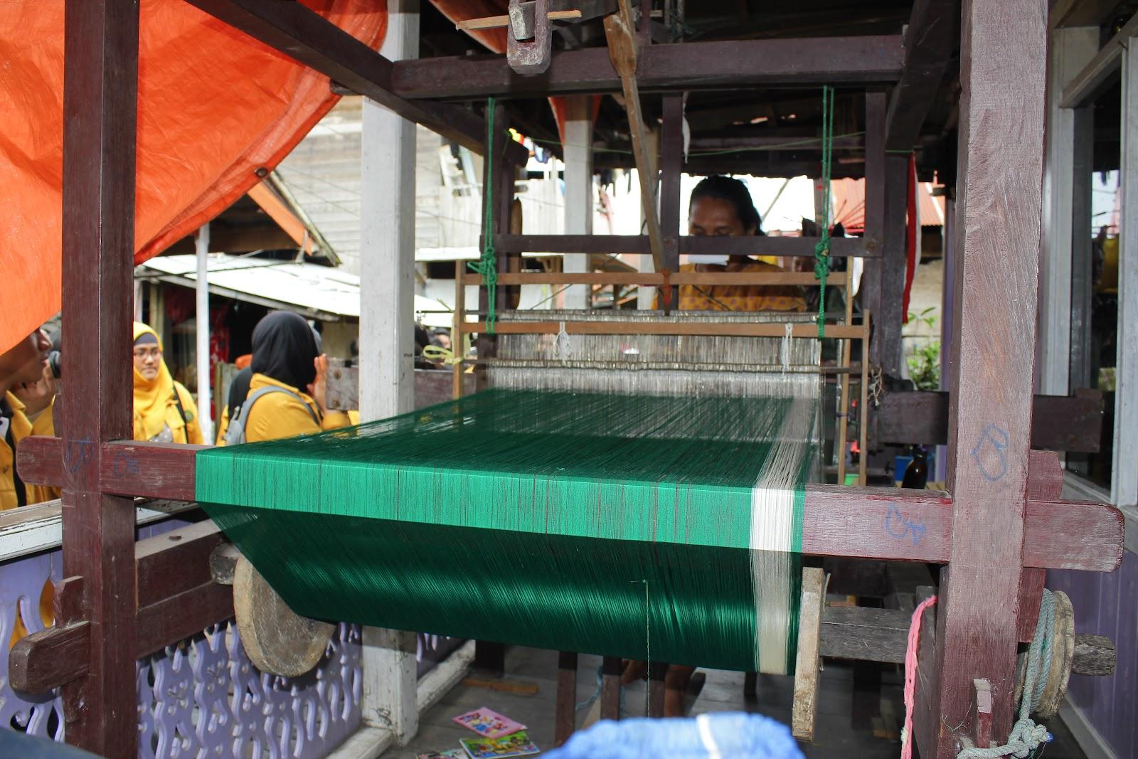 Fauziah Kerajinan Tenun Sarung Samarinda Kampung Kota