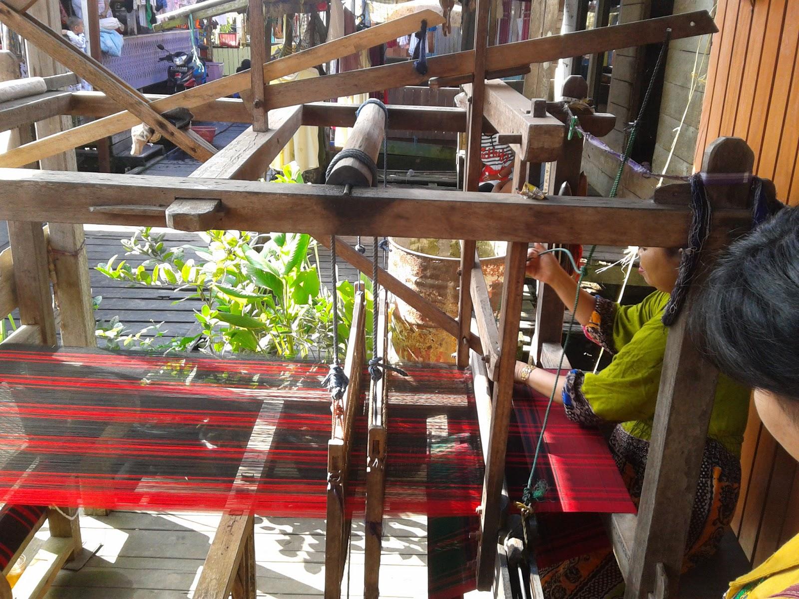 Kunjungan Sarung Tenun Samarinda Seberang Kampung Kota