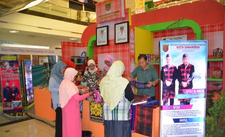 Sarung Samarinda Primadona Promosikan Kampung Tenun Berita Kaltara Kota