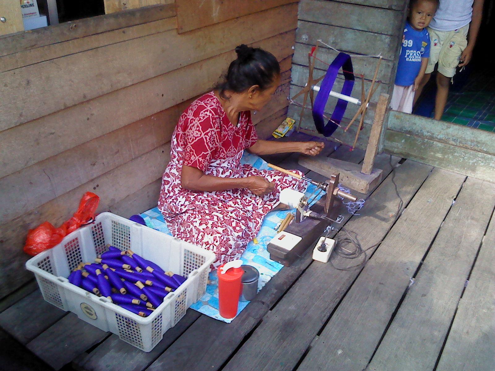 Sarung Samarinda Samarindaku Jenis Kain Tenunan Tradisional Khas Kota Kalimantan