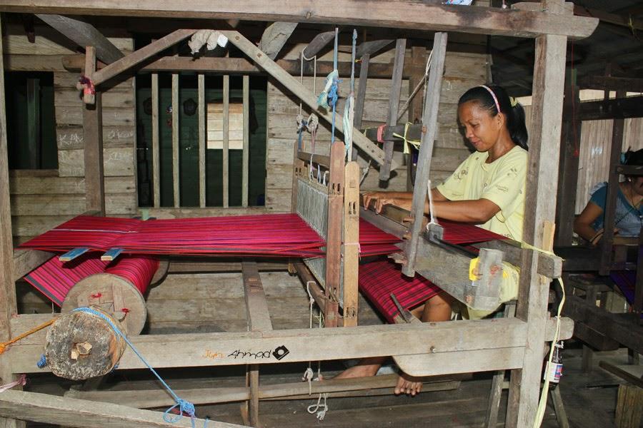 Sarung Tenun Khas Samarinda Wisata Budaya Kota Kampung